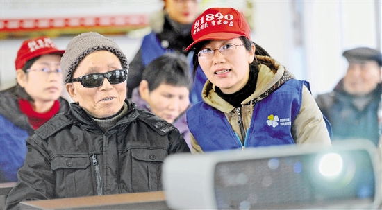 """宁波一电影院10年服务盲人万余人次 演绎""""光明""""故事"""