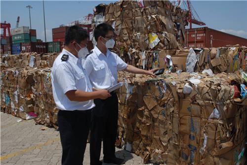 """湖州海关严查""""洋垃圾"""" 退运469吨美国进口废纸"""