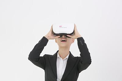 全省首例!金华推出VR招聘 全方位实景展示招聘信息