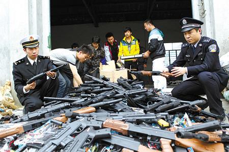 杭州警方铲除多个网络贩枪团伙 狗代表枪 狗粮代表子弹