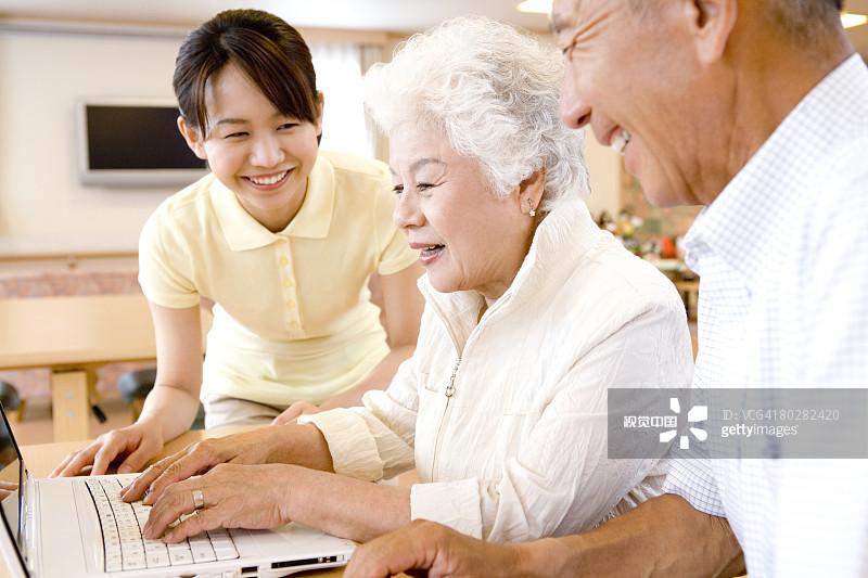 """专业养老服务进家门 我省将打造""""养老服务综合体"""""""
