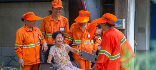 六年暖心接力!杭州环卫工人自发照顾残疾夫妻