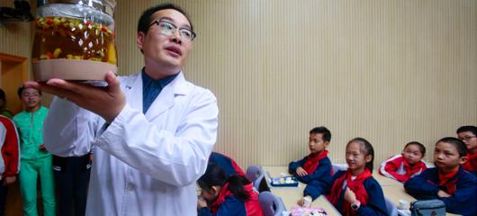 学中医养生从娃娃抓起 杭州一小学新开中医课