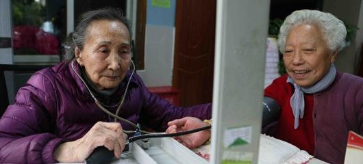 31年如一日 杭州93岁奶奶坚持为民义诊