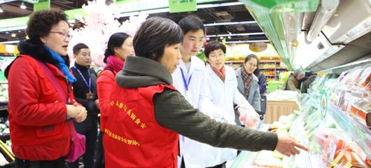 走进后厨 抽样检测 杭州市民代表把关食品安全