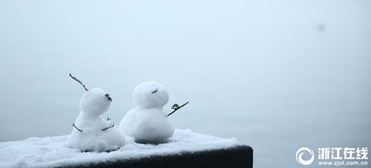 """终于等到你!西湖边小雪人手拉手共赏""""断桥残雪"""""""