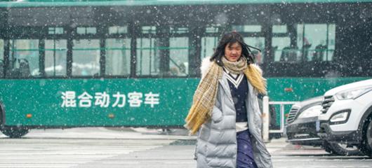 杭州漫天飞雪 归途路漫漫