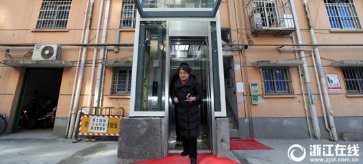 杭州江干老小区第一座加装电梯启用