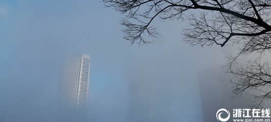杭州大雾迷城 你找到上班的路了吗?
