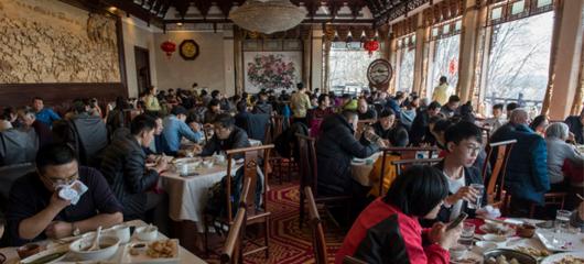春节期间吃货聚集杭州 楼外楼一天卖出近3000块东坡肉