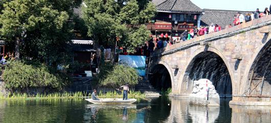 保护古运河 护水不停歇