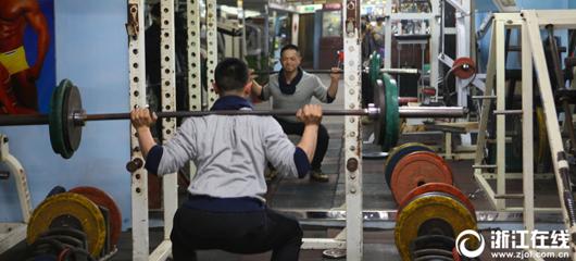 杭州有个深夜健身房 老炮儿攒21年情谊
