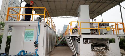 杭州治水引入快速干化淤泥技术 每天处理淤泥近200立方