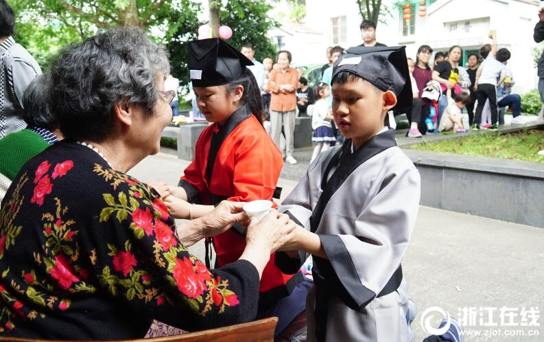 汉服古礼感恩行 杭州南星街道举行母亲节活动