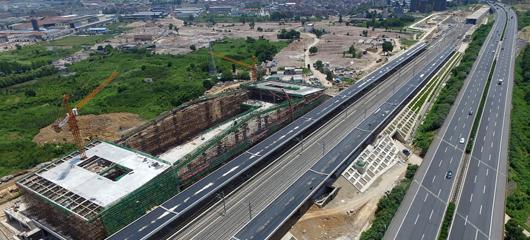 杭黄铁路富阳站酷暑繁忙施工