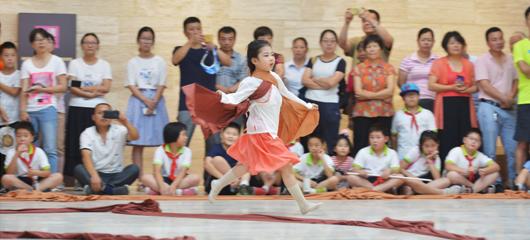 良渚街坊起舞 传承千年文化