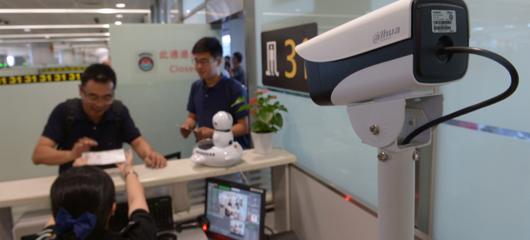 """上线人脸识别系统 杭州机场一个月""""揪出""""五个冒用身份证的旅客"""