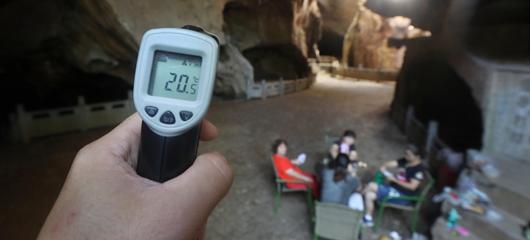杭州酷暑难耐,但这个山洞里却只有12.5℃