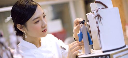 杭州姑娘将西湖搬上蛋糕 为杭州海外形象作宣传