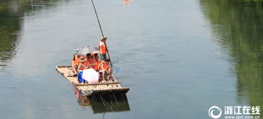 乘竹筏 享清凉