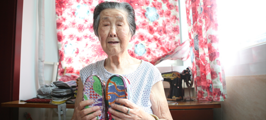 感动!杭州91岁奶奶10年缝鞋垫温暖人心