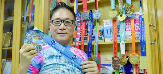 杭州老顽童68岁成马拉松六星跑者