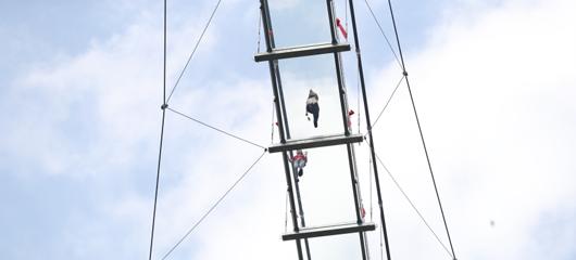 60层楼高!临安透明高空玻璃观景桥成旅游打卡新网红