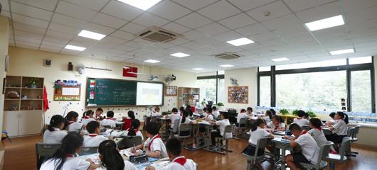 """杭州一小学建护眼教室 灯光都是""""黑科技"""""""