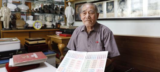 83岁粮票设计师成红色收藏家 感恩日子越来越好