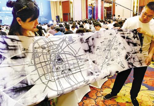 丝绸围巾上的文化产业地图