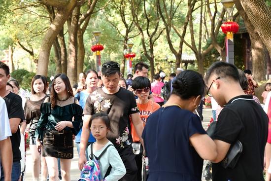 国庆长假 南湖景区游人如织