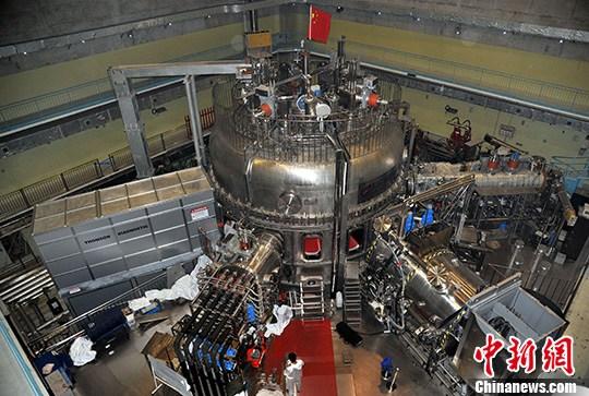 """10月24日,中国科学院合肥物质科学研究院等离子体物理研究所内,俗称""""人造太阳""""的全超导托卡马克实验装置(即东方超环,EAST)正在进行全面升级。<span target='_blank' href='http://www.chinanews.com/'>中新社</span>发 孙自法 摄"""