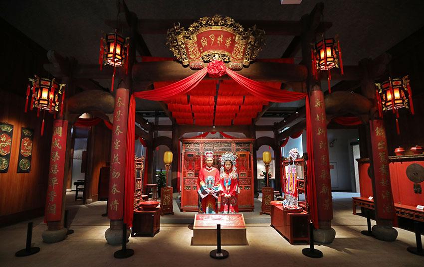 """2 5月18日,十里红妆文化园""""洞房花烛""""场景。章勇涛 摄.jpg"""