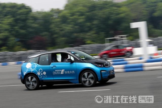 7.新纯电动BMW i3场地试驾.jpg