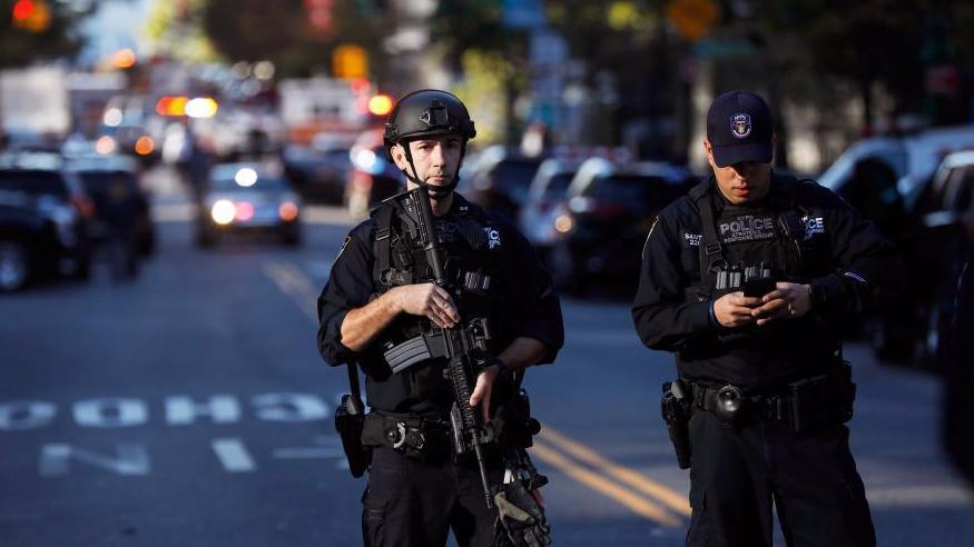 美国纽约发生卡车撞人恐怖袭击 现场一片狼藉