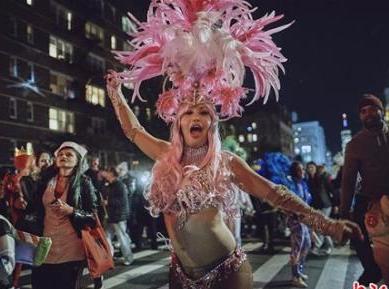 纽约恐袭后数千民众参加万圣节游行 警方增派警力