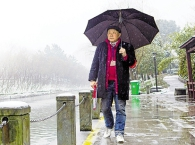 """""""无声""""的守护 杭州民间河长张海清九年巡河风雨无阻"""