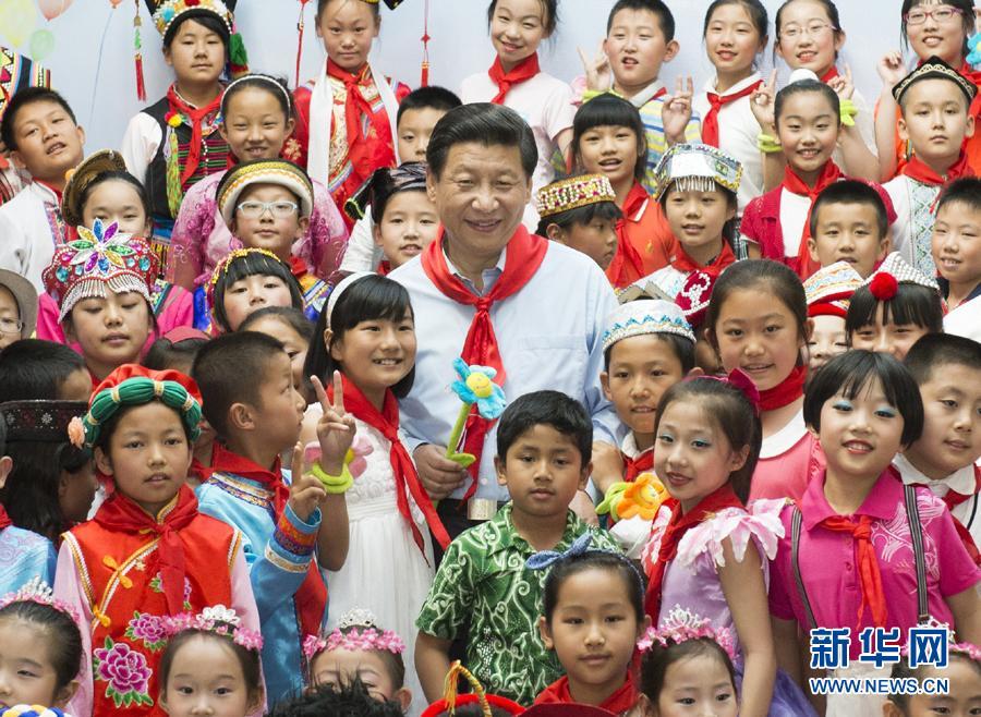 """助赢重庆时时彩:""""习爷爷""""与孩子们"""