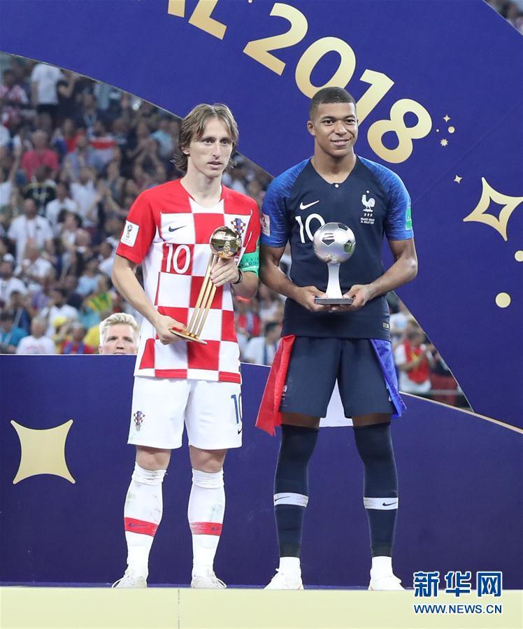 (世界杯)(1)足球——莫德里奇和姆巴佩分获金球奖和最佳新秀奖
