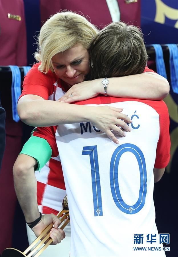 (世界杯)(6)足球——莫德里奇和姆巴佩分获金球奖和最佳新秀奖