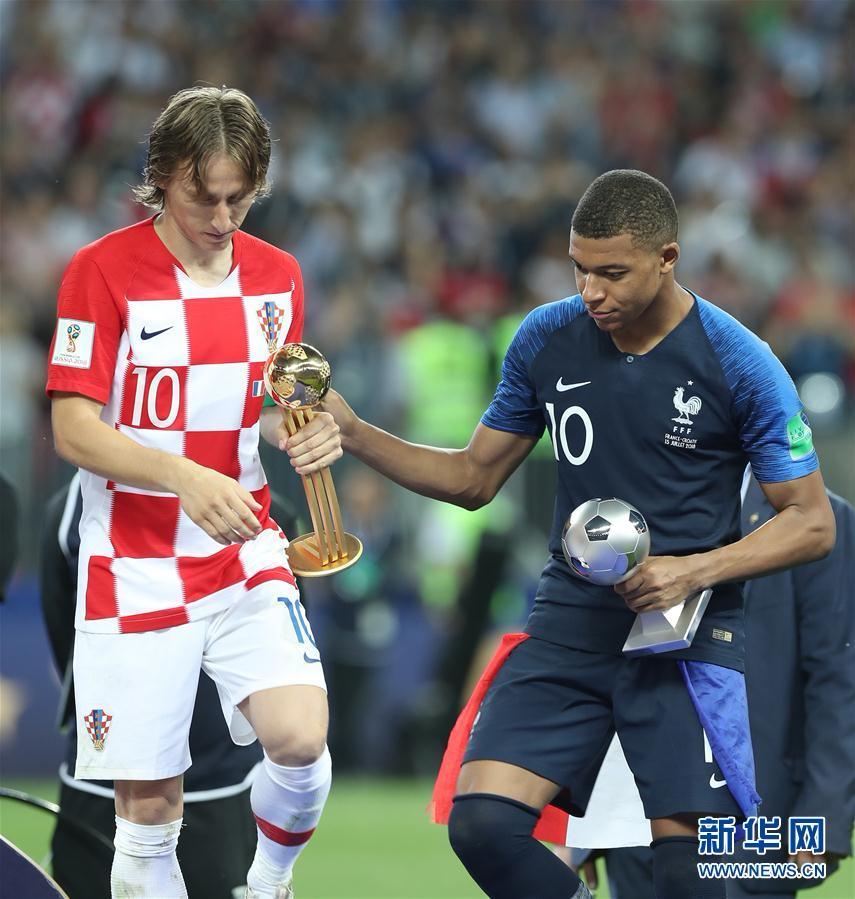 (世界杯)(9)足球——莫德里奇和姆巴佩分获金球奖和最佳新秀奖