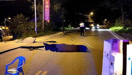 组图直击!台湾花莲地震现场地面塌陷 3楼变1楼