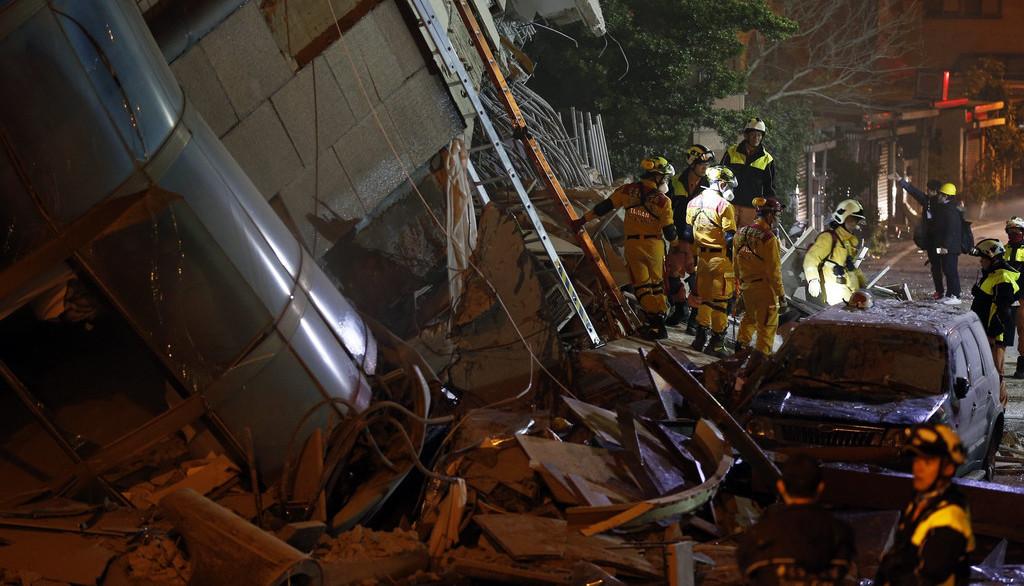 现场图集:台湾花莲发生地震 已造成2人遇难219人受伤