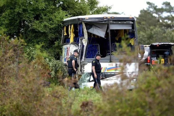 加拿大一大巴发生事故造成24名中国游客受伤,4人伤势严重图片