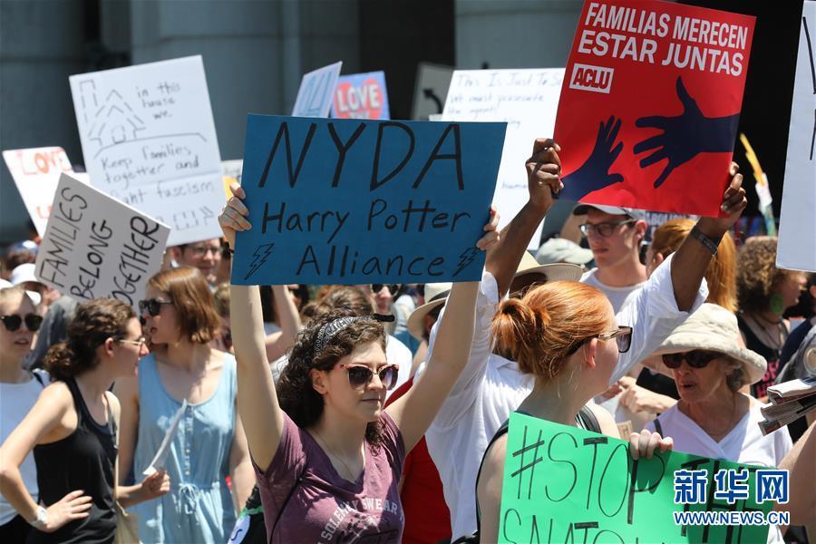 (国际)(4)美国多地举行反对移民执法政策抗议活动