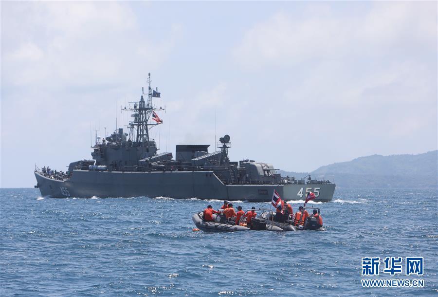 (国际)(1)多方力量全力搜救普吉游船倾覆幸存者