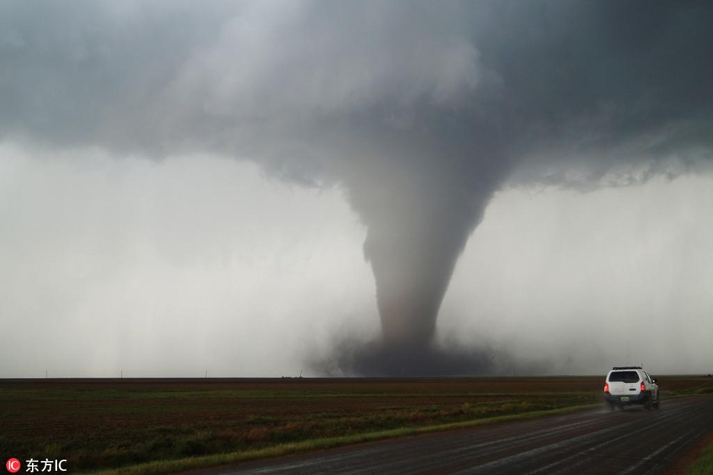 男子拍美国各地震撼风暴照 龙卷风接天连地势不可挡