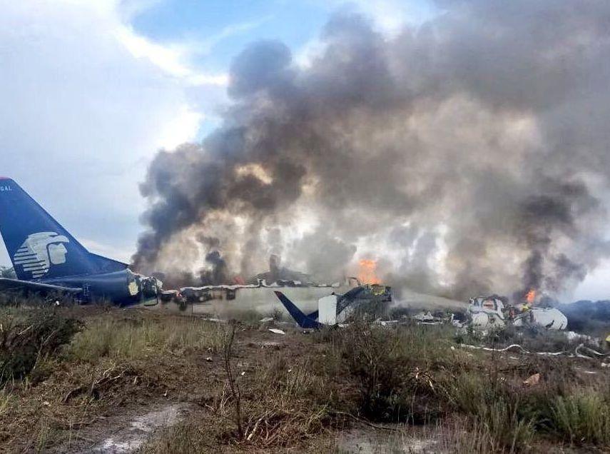 原因出炉!外媒:墨西哥坠毁客机离开跑道时受阵风袭击