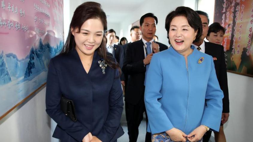 朝韩第一夫人访问平壤音乐大学