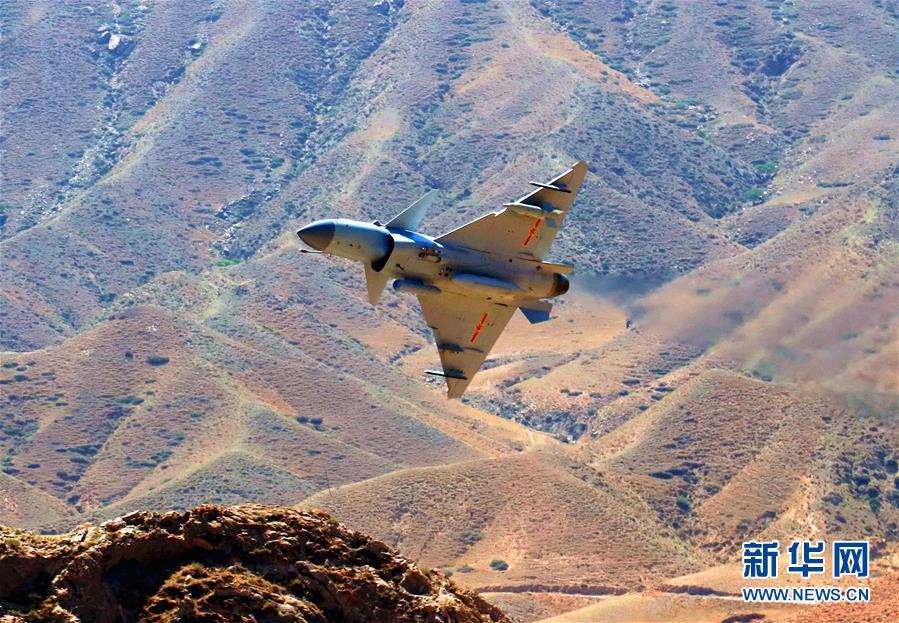(图文互动)(1)中国空军歼-10C战机担负战斗值班任务